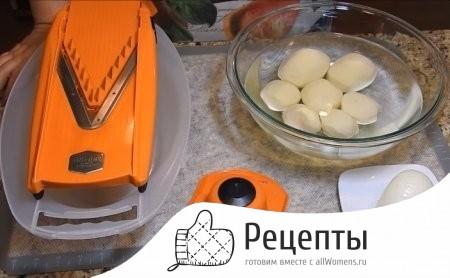 Как сделать картошку на сковороде с золотистой корочкой