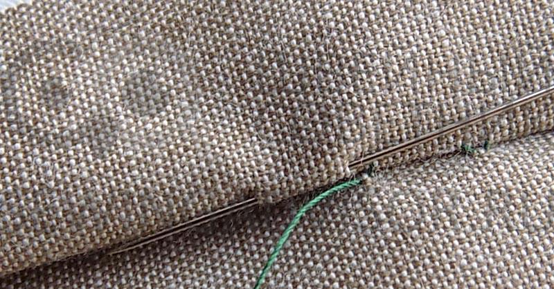 Как красиво и незаметно зашить дырку на джинсах нитками вручную. Лайфхак, фото, видео