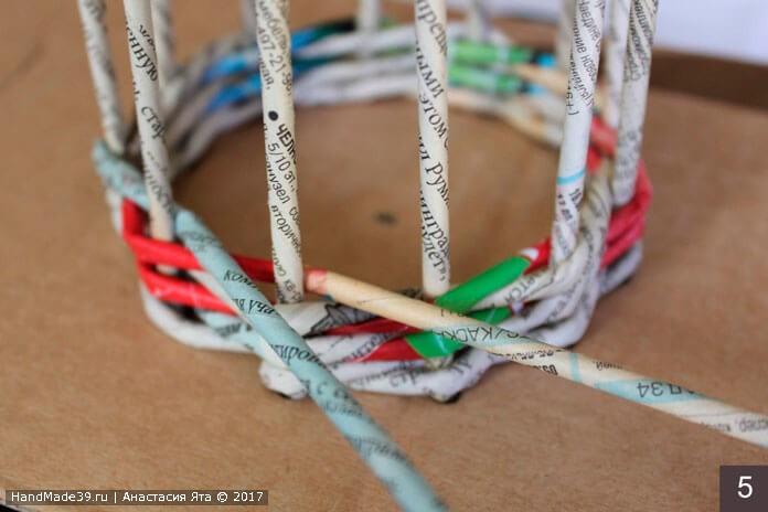 Браслет, плетённый из бумажных трубочек, мастер-класс