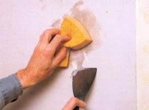 Как быстро и легко снять старые обои со стен: виниловые, флизелиновые, жидкие, моющиеся