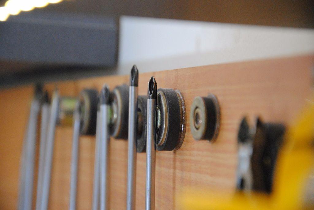 Система хранения инструментов на стене в гараже; как разместить настенный органайзер, идеи крепления ложемента