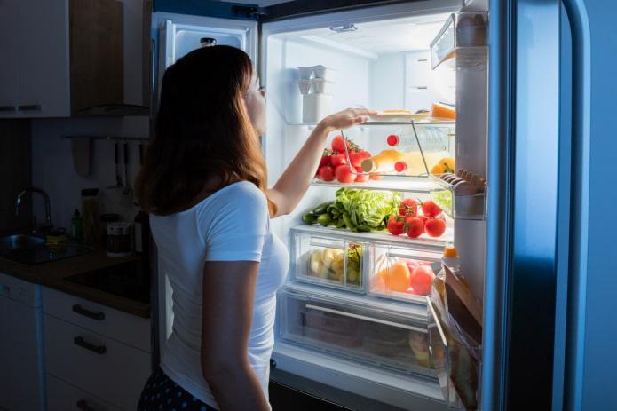 Как разморозить мясо в домашних условиях быстро и правильно в микроволновке, горячей воде, духовке и прочими способами фото и видео