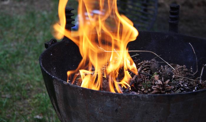 Как разжечь угли в мангале: 5 лучших способов