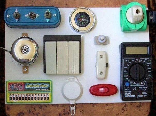 Бизиборд; развивающая доска с замочками и кнопочками для малышей своими руками