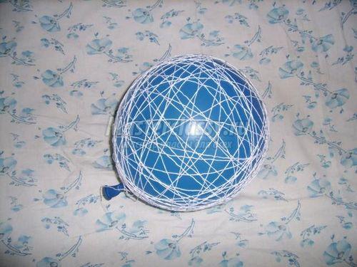 Декоративные шарики из ниток и клея: мастер-класс по изготовлению