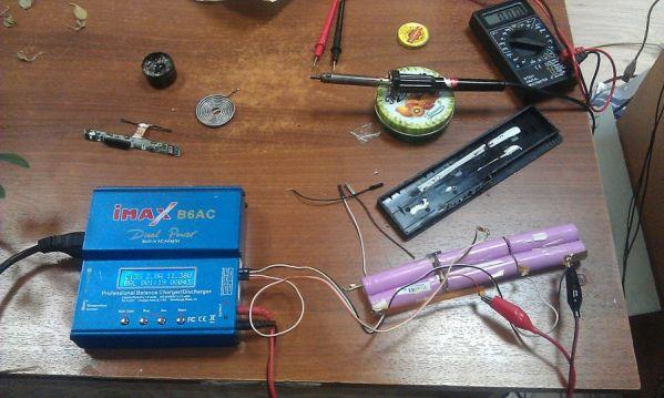 Как зарядить автомобильный аккумулятор, если нет зарядки
