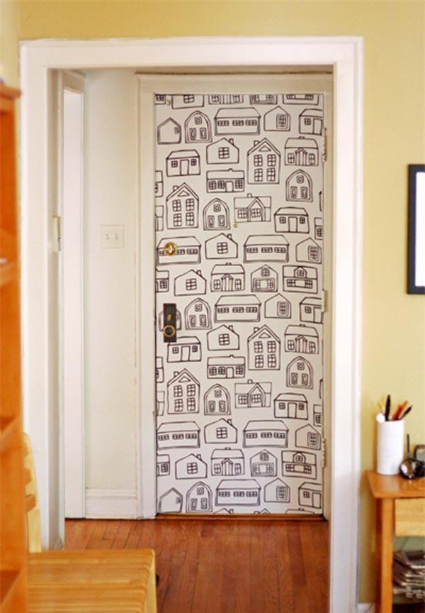 Обновляем двери без лишних финансовых вложений: необычные идеи декорирования обоями