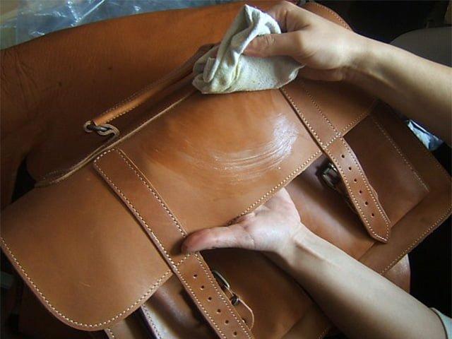 Как обновить кожаную сумку в домашних условиях