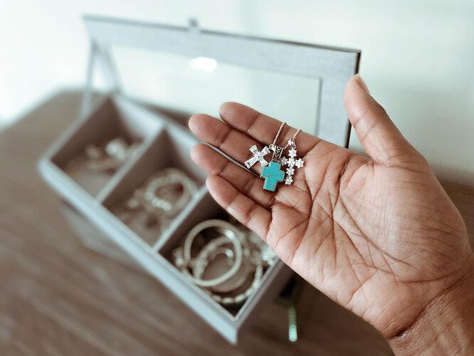 Как почистить почерневшую серебряную цепочку в домашних условиях