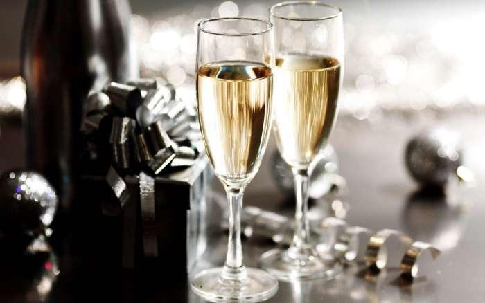 Как правильно открыть бутылку шампанского (если сломалась пробка, по-гусарски с саблей); инструкция с видео