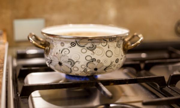 Как отмыть решетку газовой плиты от жира — лайфхаки с фото