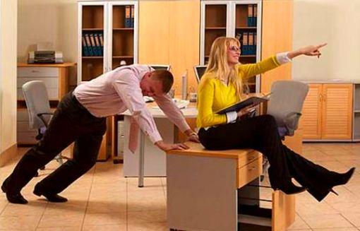 Как передвинуть шкаф и не поцарапать пол — с фото