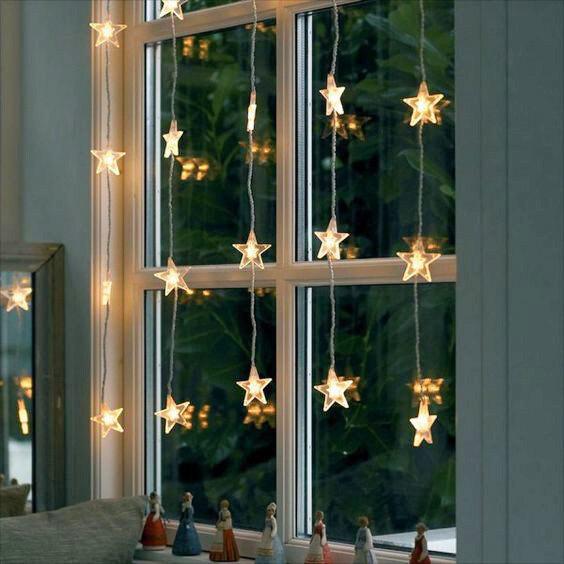 Новогодние огни: как красиво повесить гирлянду на стену и окно