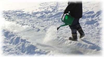 Как правильно залить горку из снега водой