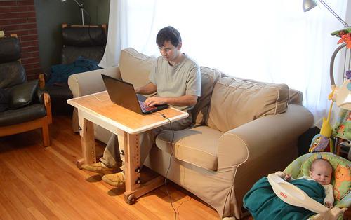 регулируемый столик для ноутбука