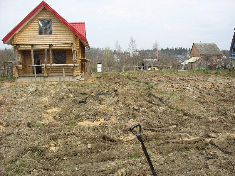 Как выровнять участок на даче под газон своими руками