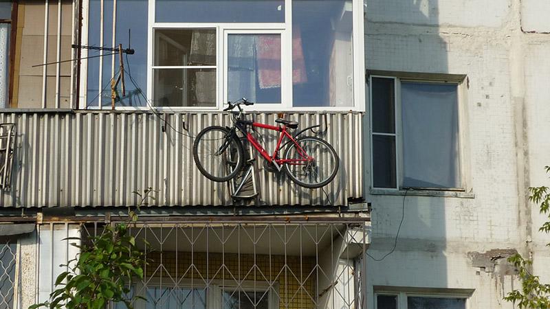 Правильное хранение велосипеда на балконе или лоджии зимой