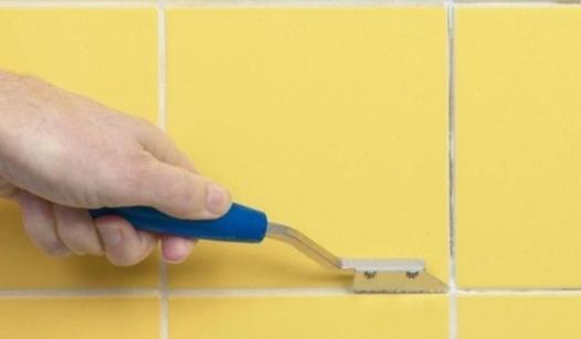 Самый экономичный ремонт ванной: красим керамическую плитку
