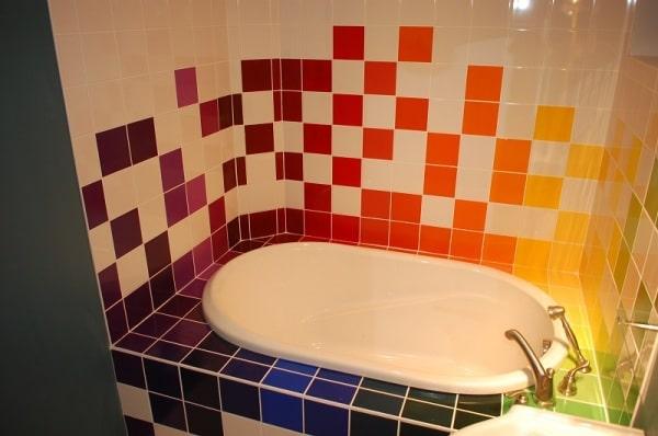 Как украсить кафель в ванной: 7 способов оживить холодную керамику