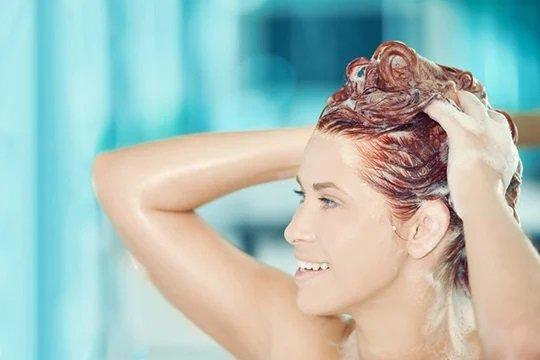 Коралловый цвет волос: все, что вам нужно знать о тренде