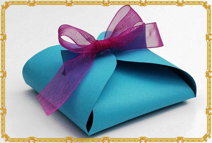 Как упаковать подарок в бумагу своими руками. Пошагово Видео