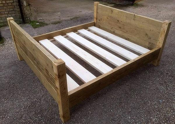 Как изготовить кровать своими руками из дерева красивую и надежную