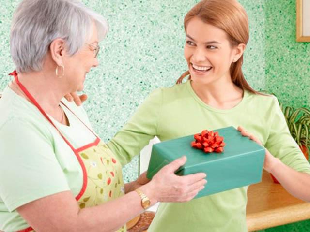 Как оригинально поздравить маму с 8 марта, если нет денег на подарок