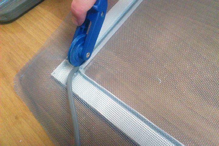 Советы по ремонту москитной сетки своими руками