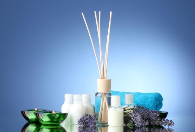 Узнаем как изготовить в домашних условиях освежитель воздуха без эфирных масел из духов? Узнаем как изготовить освежитель воздуха в домашних условиях из эфирных масел