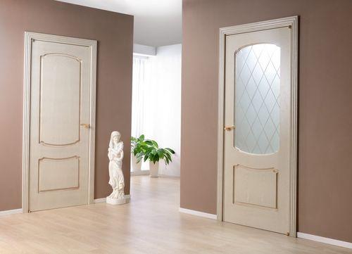 Межкомнатные двери с патиной в современном интерьере
