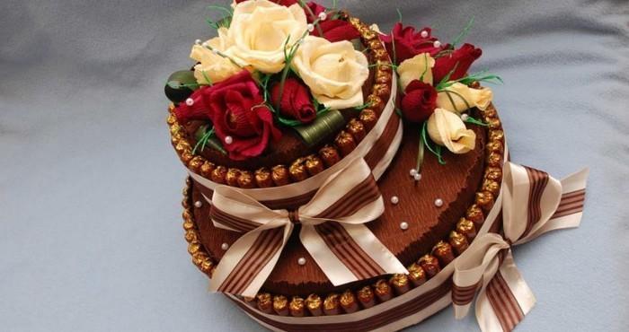 Как сделать праздничный торт из конфет