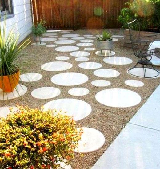 Садовая дорожка своими руками из круглых бетонных плит