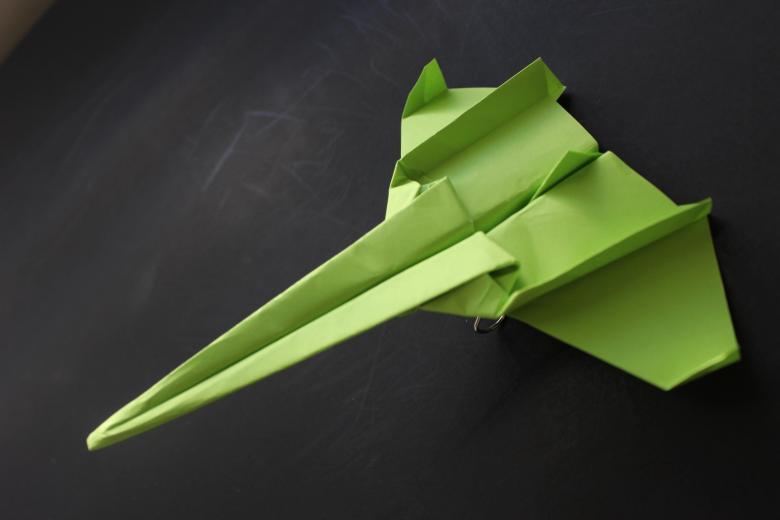Как сделать самолетик из бумаги – пошаговая инструкция