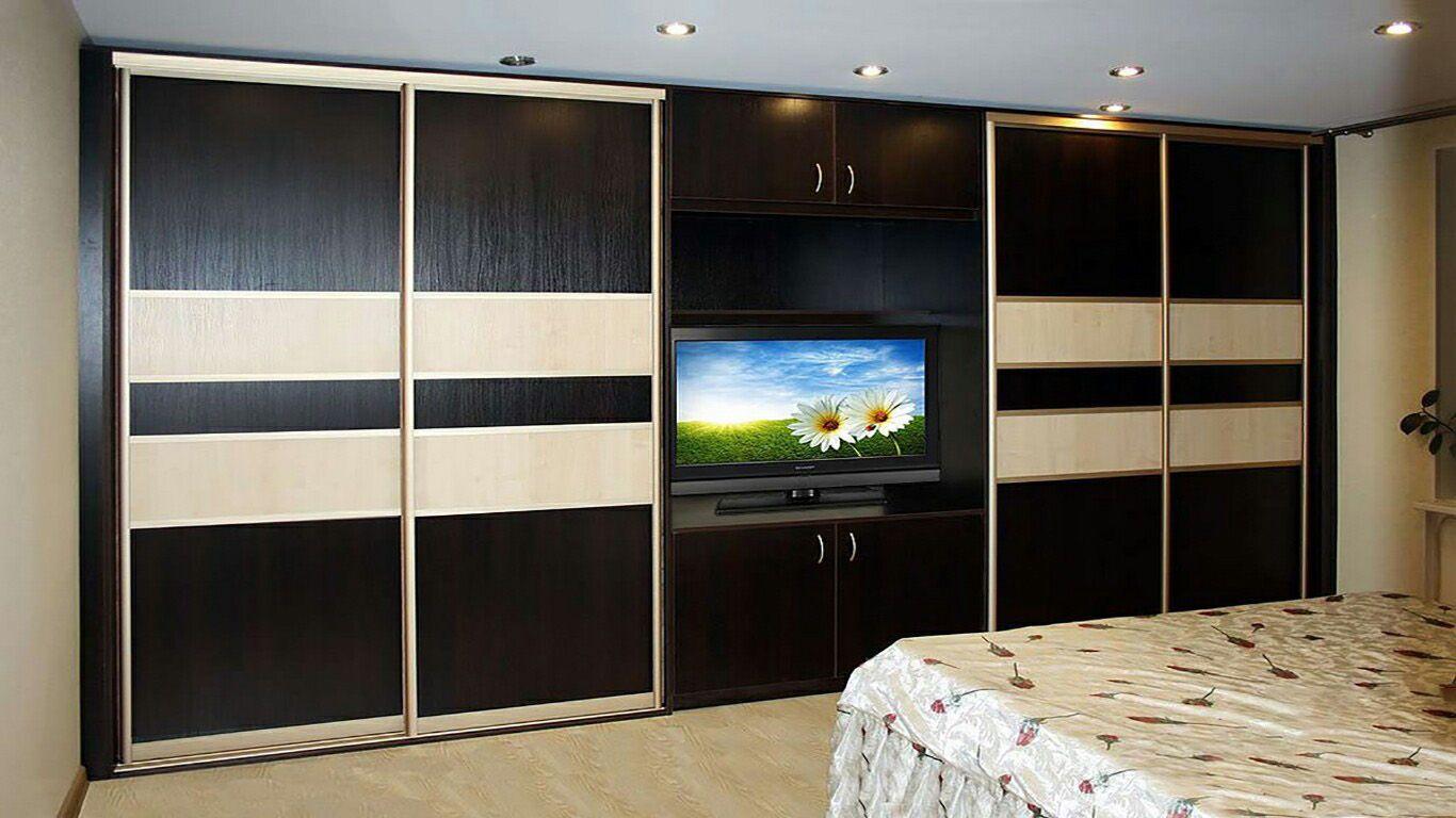 Шкаф-купе с телевизором посередине