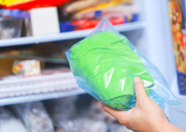 Как удалить с одежды пятна от силиконового герметика или смазки и отстирать вещь в домашних условиях