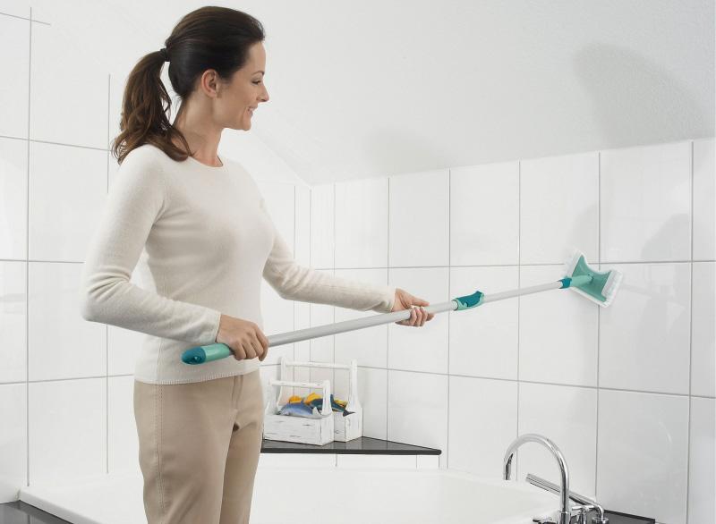 Операция зачистка: как удалить старый герметик в ванной
