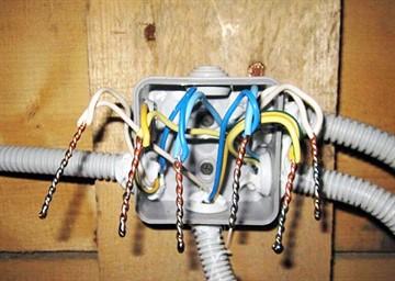 Правила соединения проводов в распределительной коробке: обзор всех способов и советы специалистов