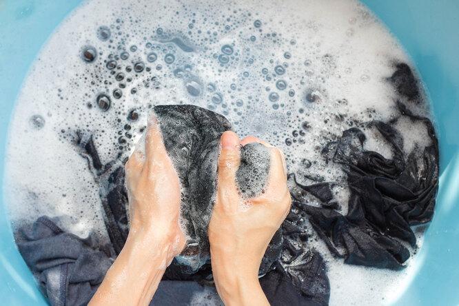 Как убрать клей с одежды: несколько полезных лайфхаков