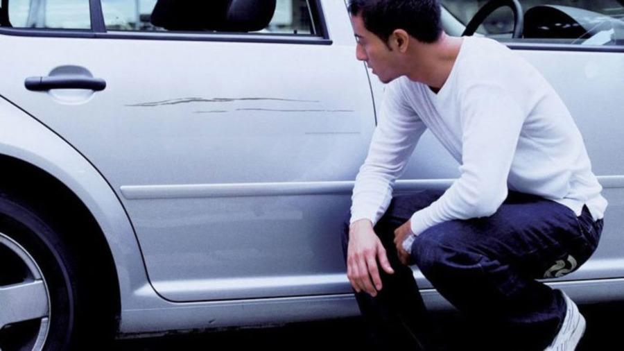 Как самостоятельно убрать царапины на автомобиле